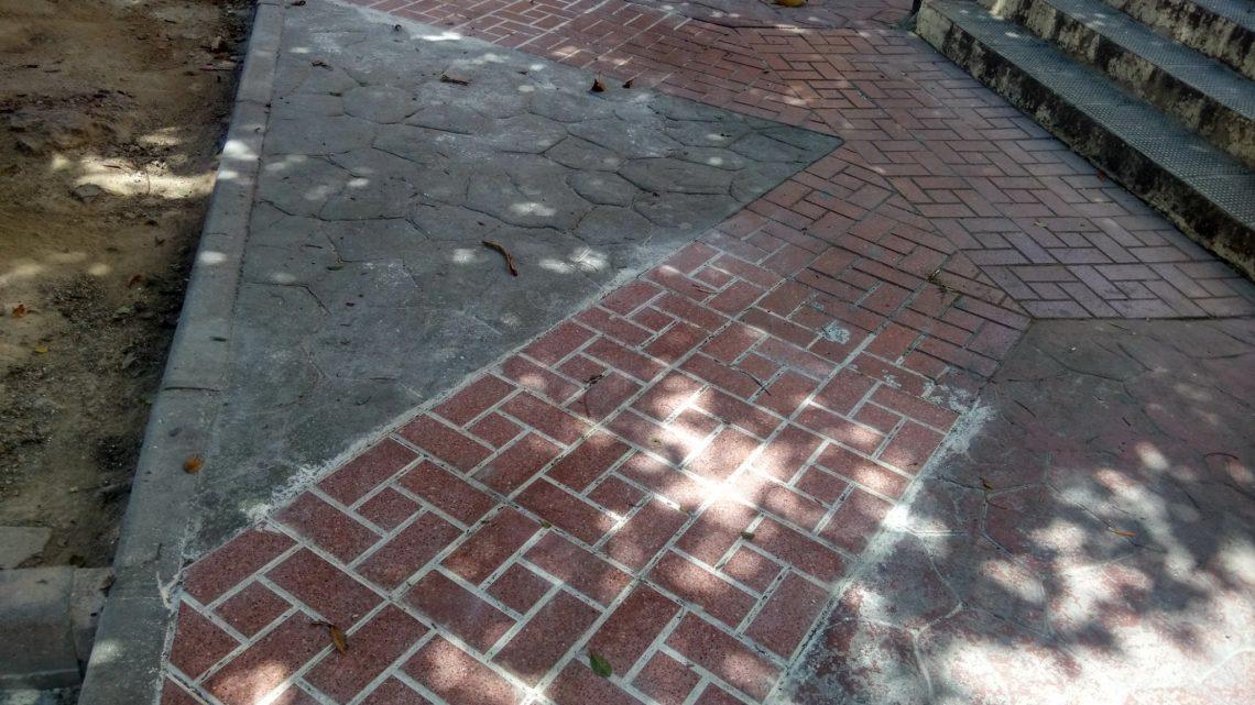 Reposición de baldosas fracturadas e hundimiento Calle Alcalde Nicolás Maroto