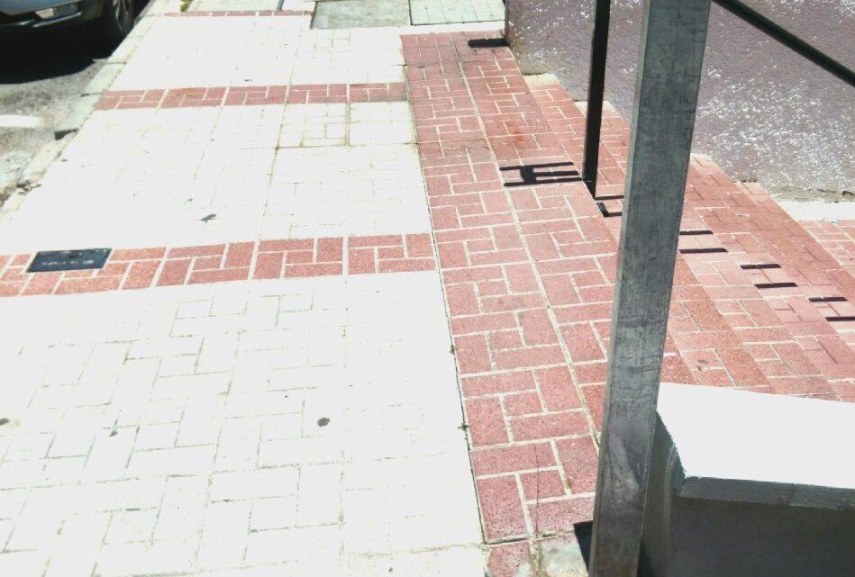 Red de baldeo,manual eliminar las manchas y demás suciedad incrustada en calle Alcalde Joaquín quiles