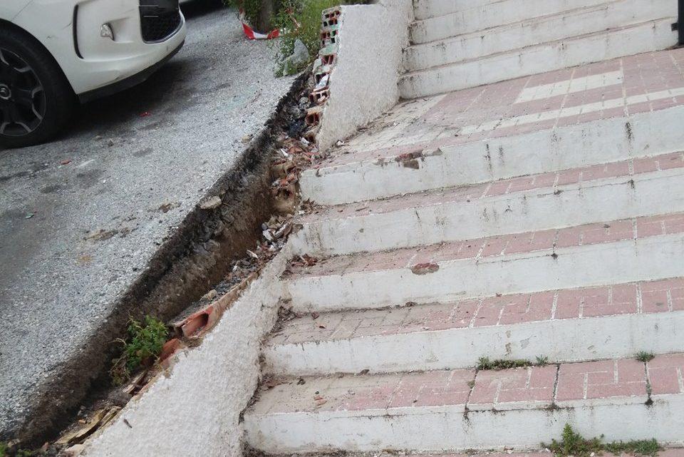 Retirada de escombros de murete derribado en vìa publica CL El saxofón