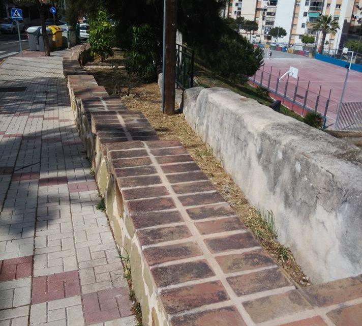 Desbroce crecimiento de la vegetación de forma salvaje e incontrolada en calle CL Llobregat.12
