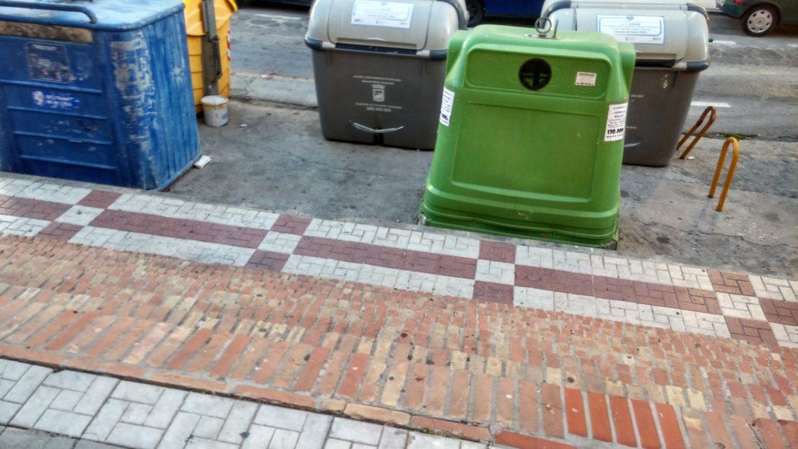 Jueves Lavado de Contenedores agua a presión y una disolución jabonosa, del exterior Itinerario Jardín de Málaga