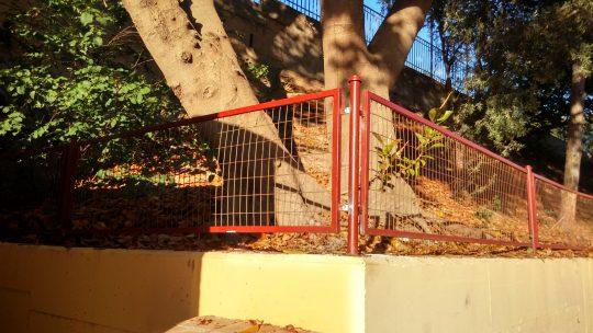 Soldadura de tramo de valla a su posición original Colegio Público Rafael Alberti