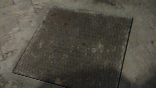 Nivelación de la tapa de arqueta y marco para enrasarlo en la misma cota del pavimento