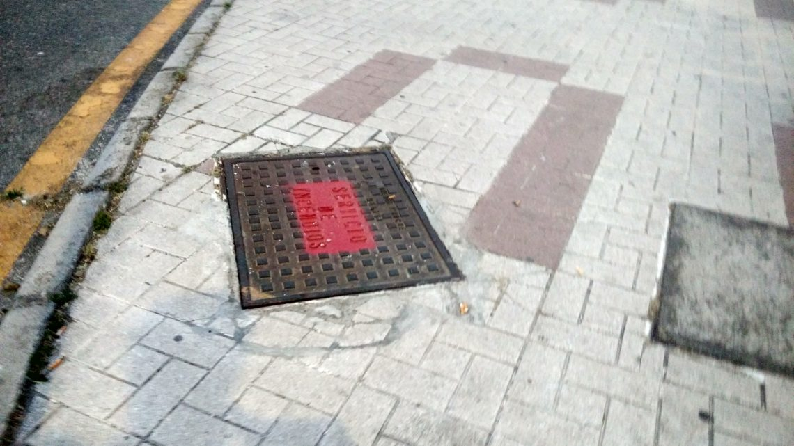 Nivelación de la tapa de arqueta y marco (bomberos) para enrasarlo en la misma cota del pavimento