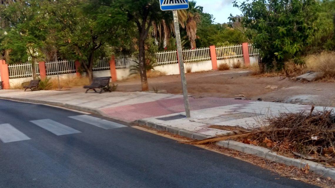 Reposición de señal vertical de paso de peatones derribado en calle Llobregat