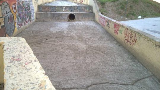 Adecuación de los cauces urbanos, retirada de basura solicitado por Asociación de Vecinos Pablo Picasso Jardìn de Màlaga