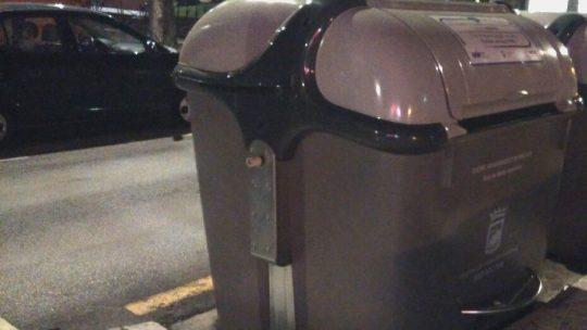 Reposición tapa superior exterior de contenedor solicitado por Asociación de Vecinos Pablo Picasso Jardìn de Màlaga