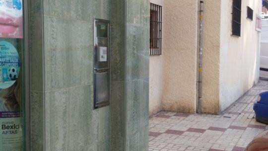 Retirada de anclaje con óxido,saliente. CL Pintor Ramos Rosas, 5 solicitado por Asociación de Vecinos Pablo Picasso Jardìn de Màlaga