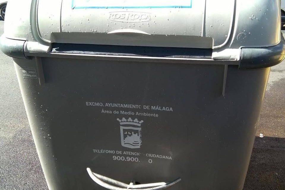 Camión de Lavado de Contenedores agua a presión y una disolución jabonosa, del interior e exterior contenedor, Itinerario Jardín de Málaga