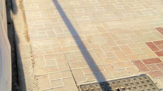 Reposición de tramo de baldosas en CL Alcalde Joaquín Quiles solicitado por Asociación de Vecinos Pablo Picasso Jardìn de Màlaga