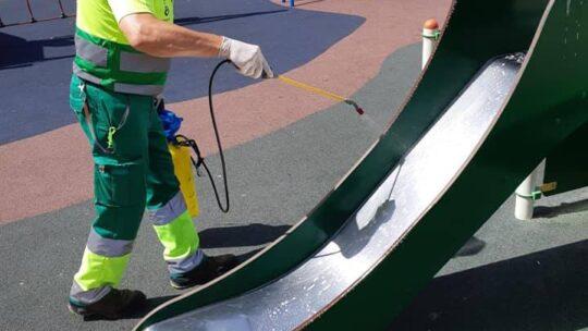 Desinfección de parques infantiles en CL ESTUDIANTE CRISOSTOMO Asociación de Vecinos Pablo Picasso Jardìn de Màlaga