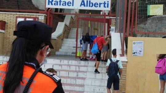 Solicitado Asociación de Vecinos Pablo Picasso Jardìn de Màlaga Protección Civil Málaga. Hoy hemos estado servicio de preventivo en la entrada del colegio Rafael Alberti