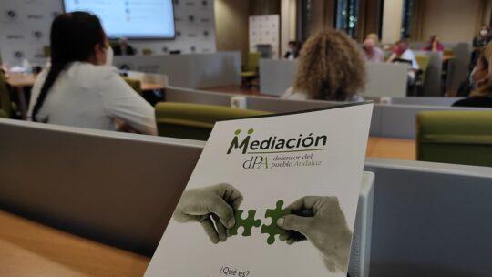Reuniòn con asociaciones y con ciudadanos y ciudadanas para conocer en detalle la situación de la zona, sus principales proyectos, objetivos y aspiraciones Defensor del Pueblo Andaluz.