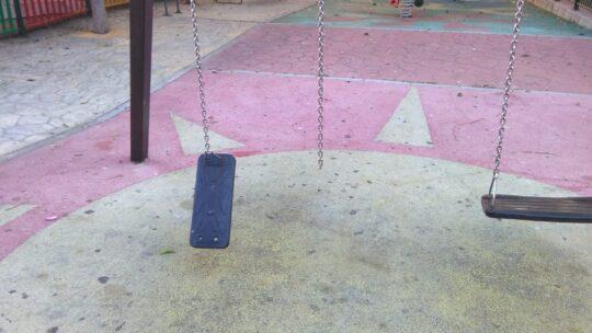 Solicitado Reposiciòn de asiento De Columpio Colgando En Parque Infantil CALLE MURCIA DE LA LLANA,1. ALCALDE NICOLÁS MAROTO,14