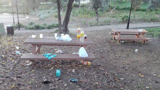 """Solicitado la limpieza e recogida de residuos abandonado en el parque """"EL NOGAL"""""""
